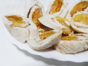 Куриный рулет с курагой и сыром