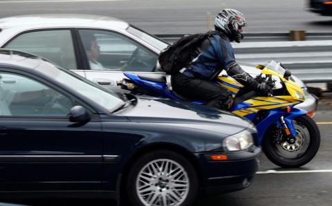 ГИБДД просят четко прописать запрет на движение мотоциклистов между рядами