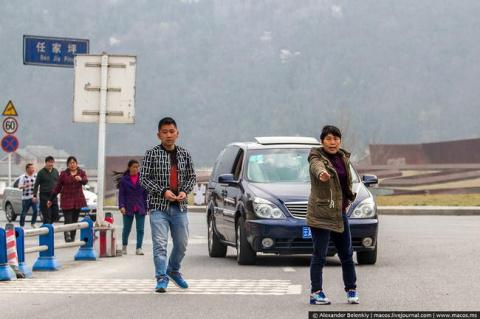 Как разводят туристов в Китае. Отказывайтесь от помощи и бегите