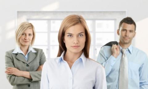 Прибавку к зарплате женщины получают на 25% реже мужчин