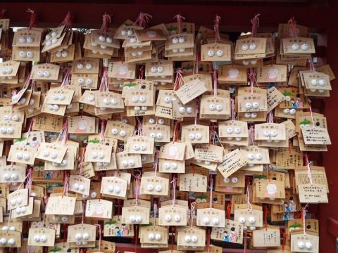 Японский храм женской груди