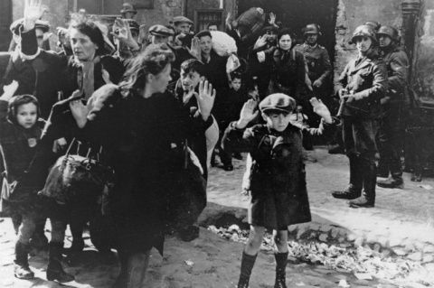 Почему Гитлер хотел уничтожи…