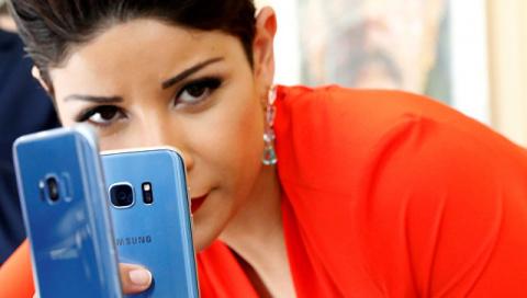 Ученые узнали, почему у владельцев смартфонов возникает грыжа позвоночника