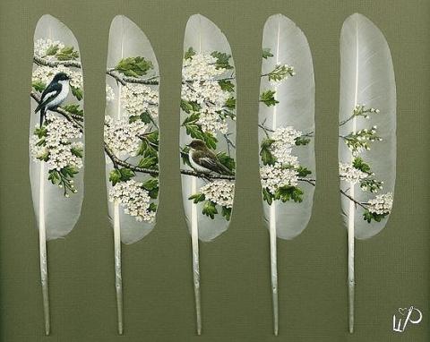 Великолепная роспись лебединых перьев! Оцените работу мастера!