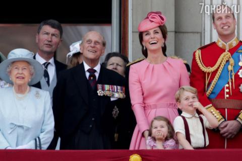 Принц Уильям с супругой пока…