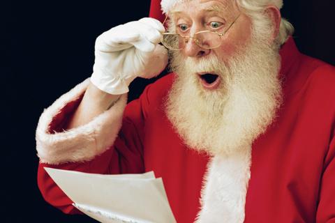 Письма взрослых Деду Морозу: «Внуков, зарплату, совместимую с жизнью, снежную зиму и чтобы цены не росли»