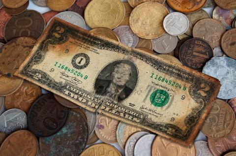 Рубль стоит не меньше двух долларов