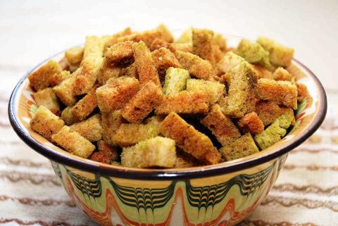 Сухарики с зеленым луком