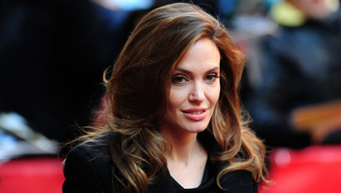 Анджелина Джоли подала на ра…