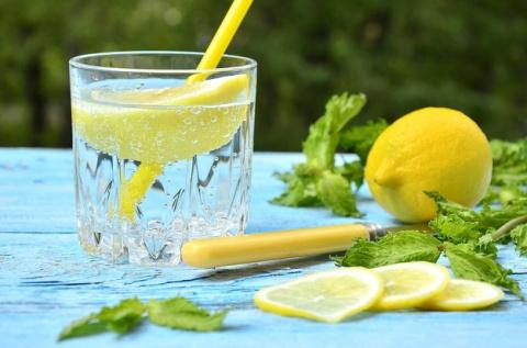 20 причин пить лимонную воду…