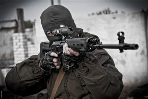 Жестокие кадры: Снайперы уничтожают украинских оккупантов на Донбассе(ВИДЕО 18+)