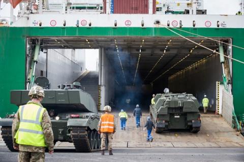 В Эстонию из Британии перебросят 130 единиц боевой техники НАТО