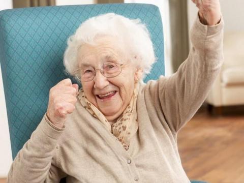 Священник сказал: «Прощайте своих врагов». От реакции старушки можно лопнуть со смеху!