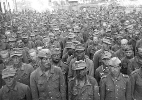 На Красной площади колонной пленных. Эдуард Лимонов
