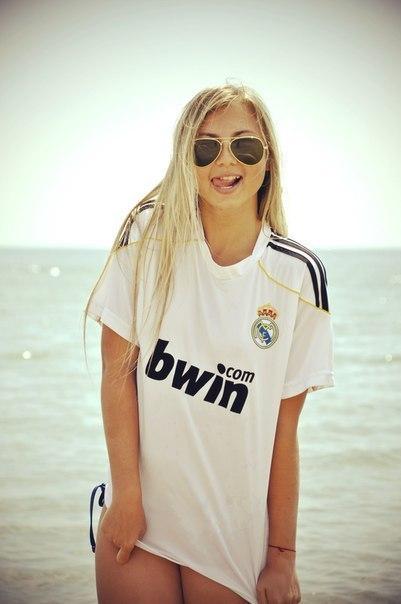 Футбол и девушки