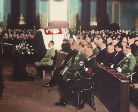 Гитлер на похоронах друга
