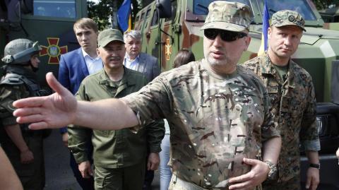 Турчинов похвалил украинский миномет, который «разрешено» использовать в Донбассе