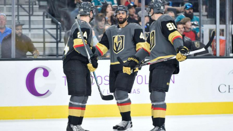 «Вегас» дебютировал в НХЛ с …