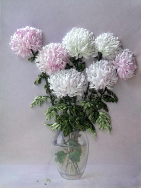 Роскошные хризантемы, вышитые лентами
