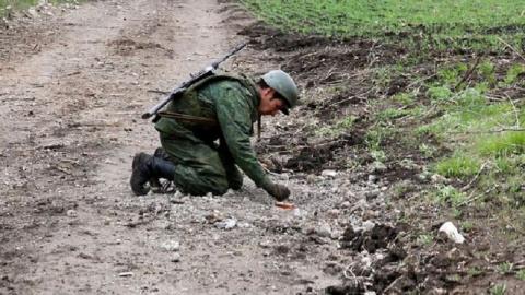 Саперы ЛНР обнаружили мину, …
