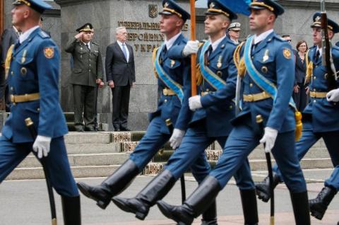 Полмиллиарда долларов на американское оборонительное оружие: Порошенко освободит Донбасс