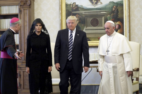 Папа римский принял Дональда…