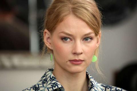 «Хоть бы лифчик одела»: Оголившаяся Ходченкова шокировала вульгарным нарядом