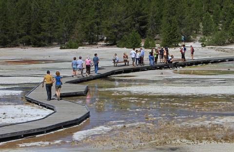 Турист растворился в кислотном источнике Йеллоустонского парка
