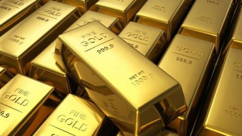 ... мужчина забыл под деревом килограмм золота, однако ему повезло и случайный прохожий вернул имущество владельцу!