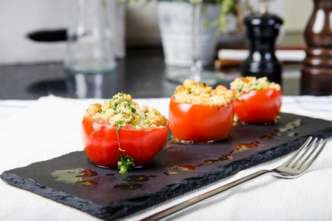 Фаршированные помидоры с кускусом