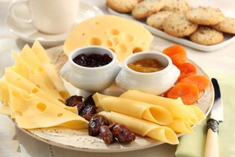 Сырная нарезка ассорти примеры оформление на праздничный стол