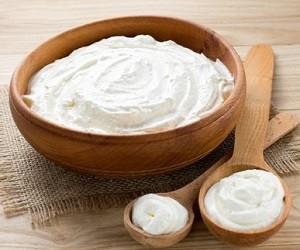 Как удалить натоптыши на ногах с помощью простого средства из йогурта и уксуса