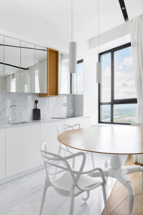 Интерьер квартиры с видом на…