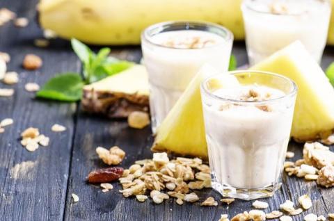 С ананасом, хурмой и безе.Эффектные рецепты овсянки