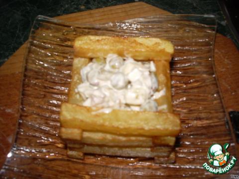 """Салат """"Колодец"""" из мяса и крабовых палочек"""