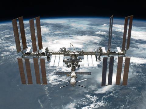 Камеры МКС засняли гигантский НЛО
