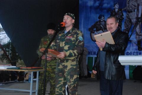 """Вручение подарков и наград ветеранам, на нашем Международном Фестивале солдатской песни """"Честь имею!"""""""