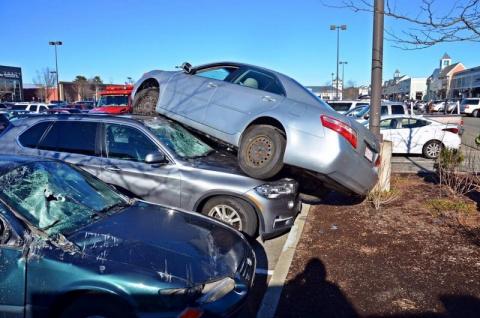 Герой парковки: пенсионер припарковался на крыше BMW X5