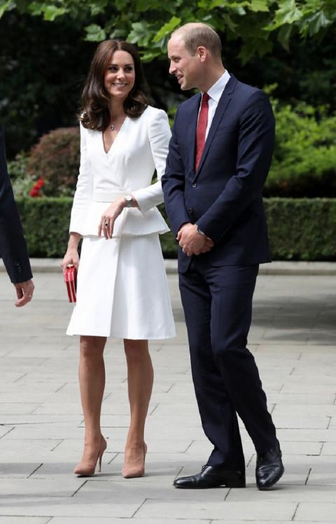 Секретное платье Кейт Миддлтон. Она всегда берет его в заграничный тур, но никогда не надевает!