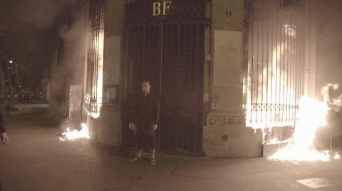 Павленский поджег Банк Франц…