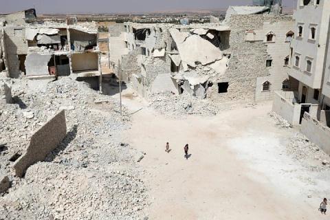 Минобороны РФ направило в Сирию стройматериалы и спецтехнику
