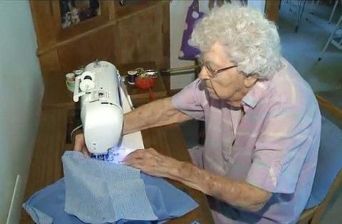 Очень хорошая бабушка!