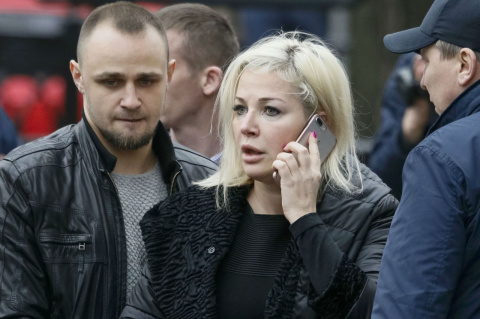 Максакова пришла на похороны при полном параде