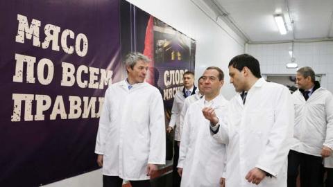 """ЗА НЕНАДОБНОСТЬЮ  Медведеву """"не нужно такого количества населения на селе"""""""