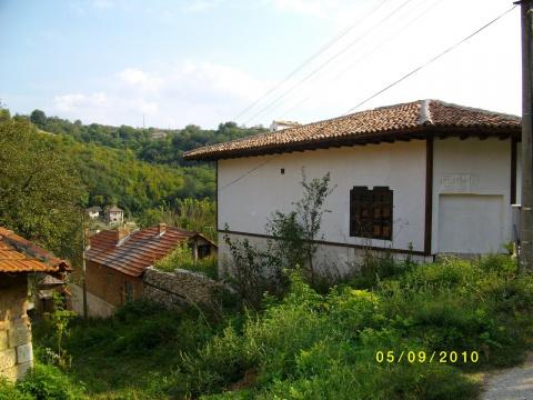 дом  в село червен,болгария, 150кв.м ,6 комнатьи и земля 620кв.м,цена 30000евро 00359878600910