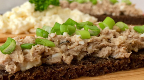 Быстрые закуски: сырная и рыбная