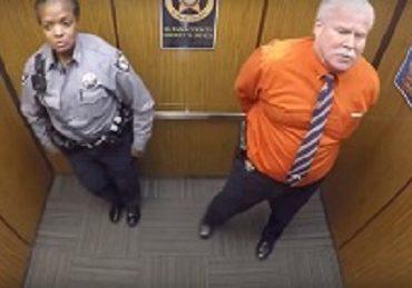 Танец полицейских в лифте.