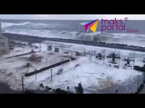 Огромные волны затопили перв…