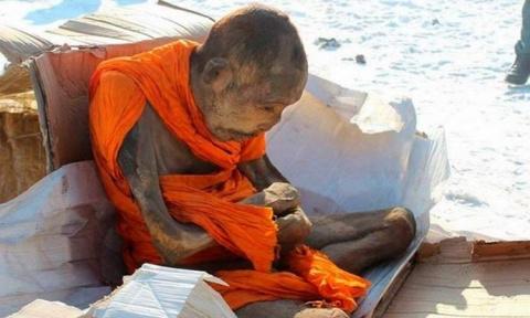 Двухсотлетняя мумия монгольс…