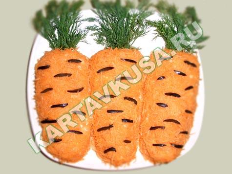 "Салат ""Морковка"" из курицы и грибов"